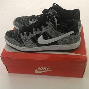 Nike Dunk Low Flyknit size 9.5 men